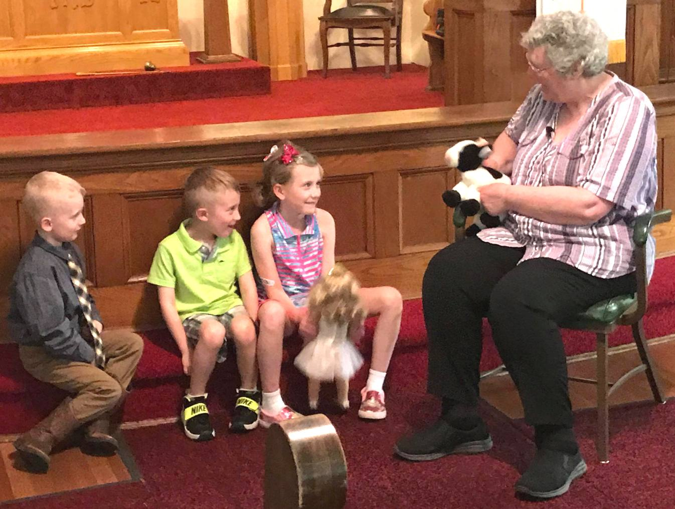 Moochacha and Miss Linda meet the kids on Ascension Sunday at HUMC